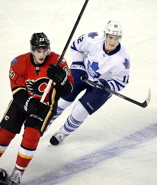 online retailer cf0bd b98f2 Calgary Flames sign Cochranite Mason Raymond to three-year ...