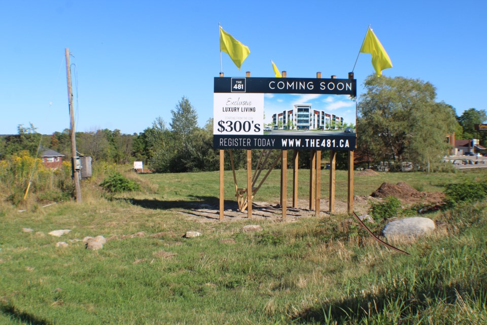 A developer wants to build a four-storey apartment building at this site at 481 Yonge St., at Macmillan Crescent in Barrie's south end. Raymond Bowe/BarrieToday