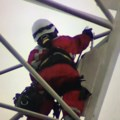 High drama as firefighters try to reach woman stuck on crane in downtown Toronto <b>(update: rescued)</b>