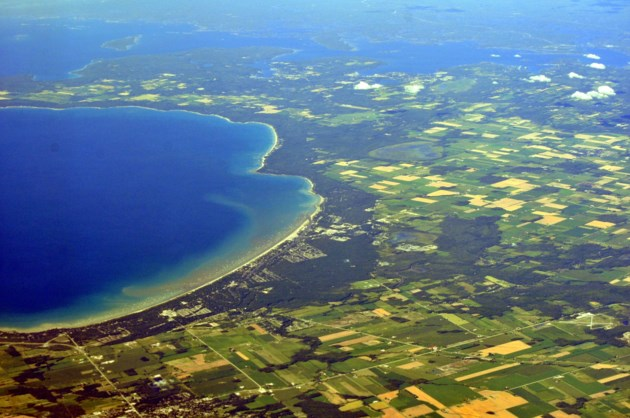 Aerial_-_Wasaga_Beach,_Ontario_from_SW_01_-_white_balanced_(9656223451)