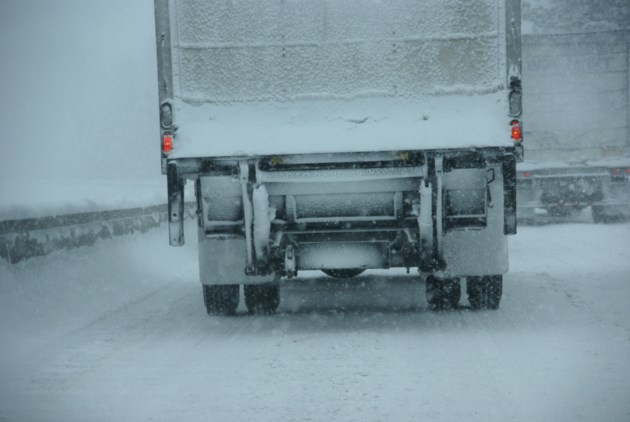 blizzard highway trucks AdobeStock_123594348  2016