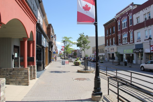 Downtown main st summer turl 2016
