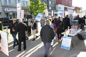 College teachers move picket line to Fedeli's porch