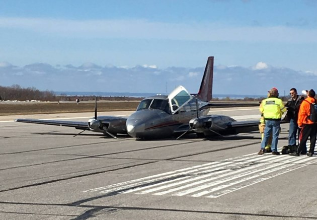 ONTARIO: Two safe after pilot makes successful wheels-up landing in North Bay