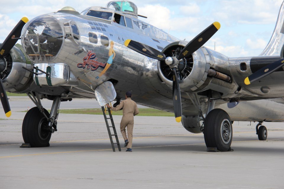 Lots Of Memories For Vets As B17 Bomber Visits North Bay