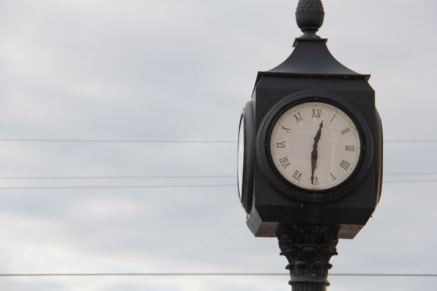 USED20171129 01 The old clock in downtown North Bay.