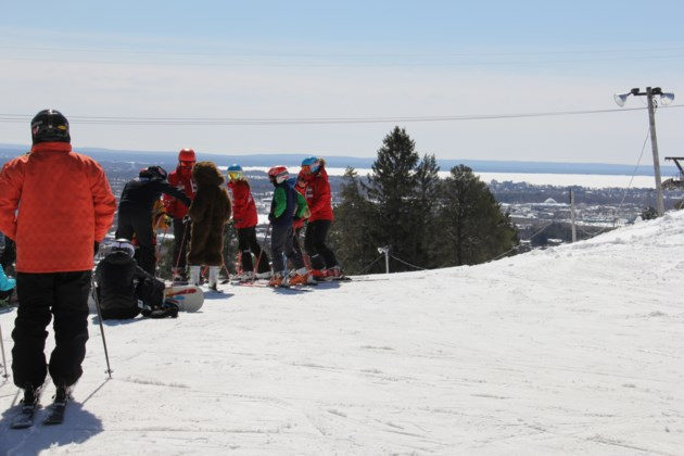 20180302 laurentian ski hill solo skier turl