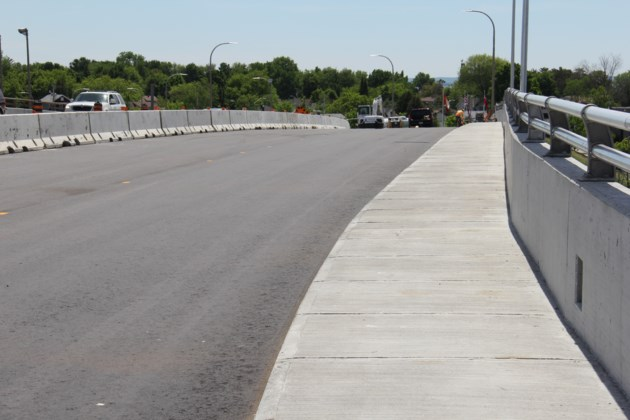 lakeshore overpass ready for lane switch turl 2017