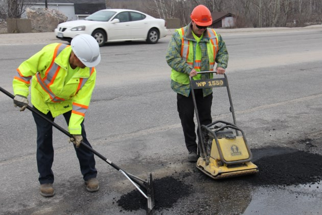 pothole repair barry adams an david pledge turl 2016