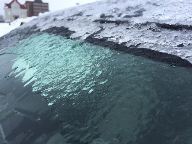 20180221 freezing rain on car windshield turl