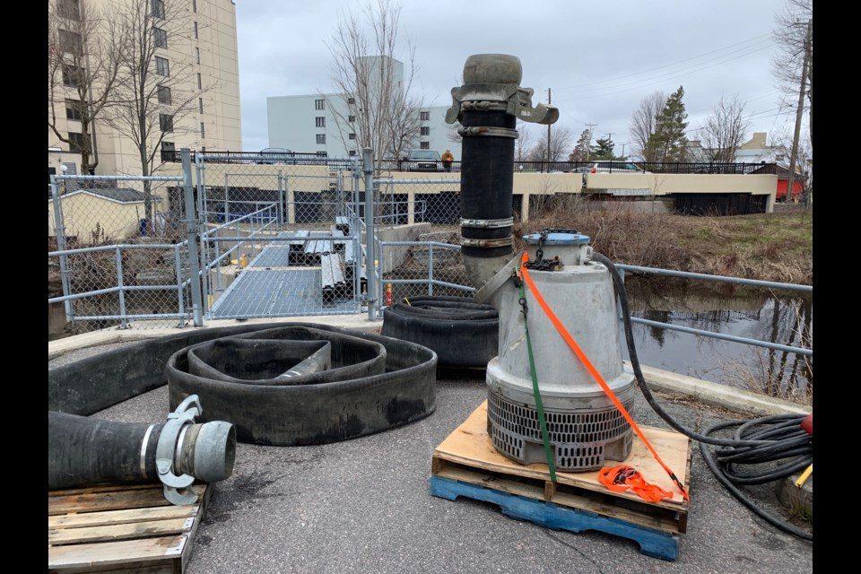 A huge submersible pump was lowered into Parks Creek this afternoon to augment the two existing pumps. The system is now fully operational. Jeff Turl/BayToday.