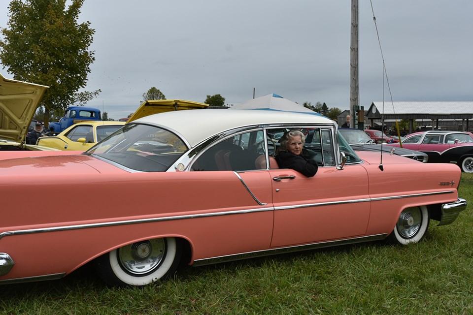 Back Alley Cruisers Showcase Classic Cars At PreSnow Show - Classic car showcase