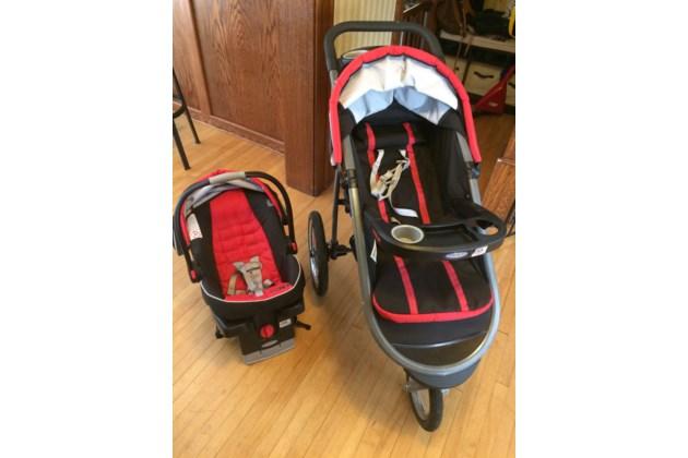 D715F045 DFE2 4E6C 8D15 02A181ED92FC Graco Click Connect Complete Jogging Stroller Includes Car Seat