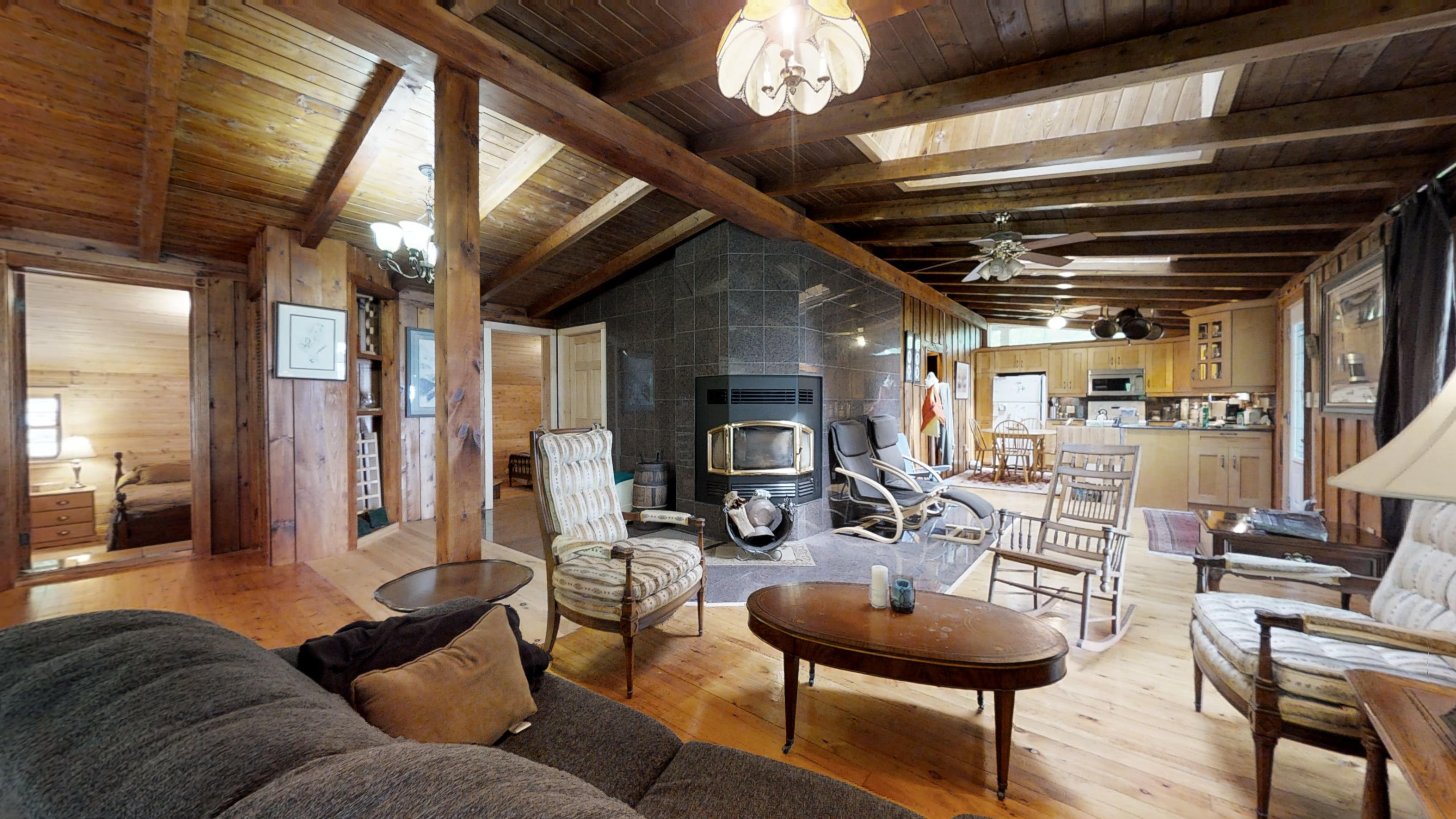 15   GwKnudSSWpH   Living Room