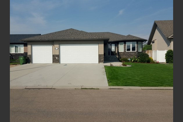 10 Holly Cres