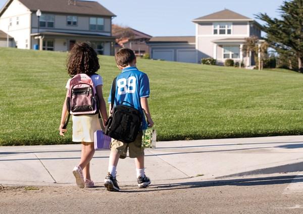 school-children-walking_RGB_000006618394Medium