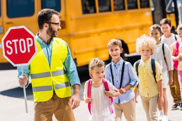 090718-crossing guard-AdobeStock_218013339