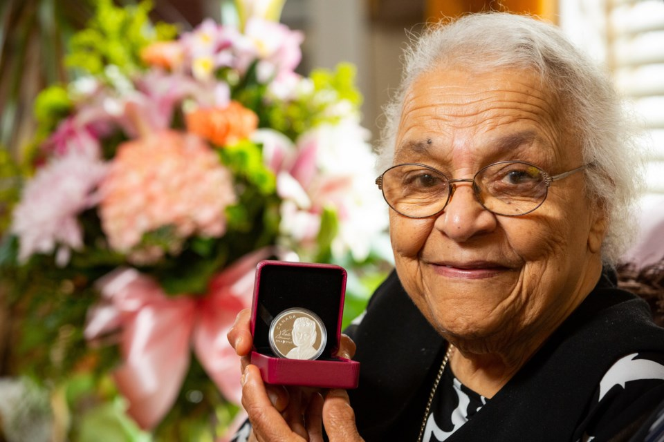 Ms. Wanda Robson with the Royal Canadian Mint silver collector coin honouring her sister, Canadian civil rights pioneer Viola Desmond (Halifax, NS, January 24, 2019) (CNW Group/Royal Canadian Mint)