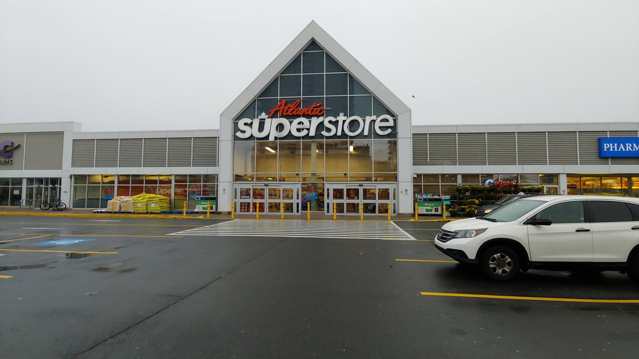 Police investigating robbery at North End Supertstore smoke shop