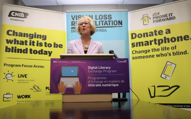 Federal minister stops in Kamloops to announce funding for visually impaired Canadians