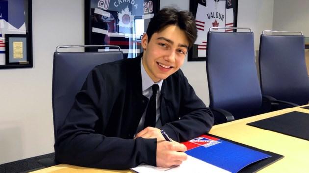 Simon Motew signs