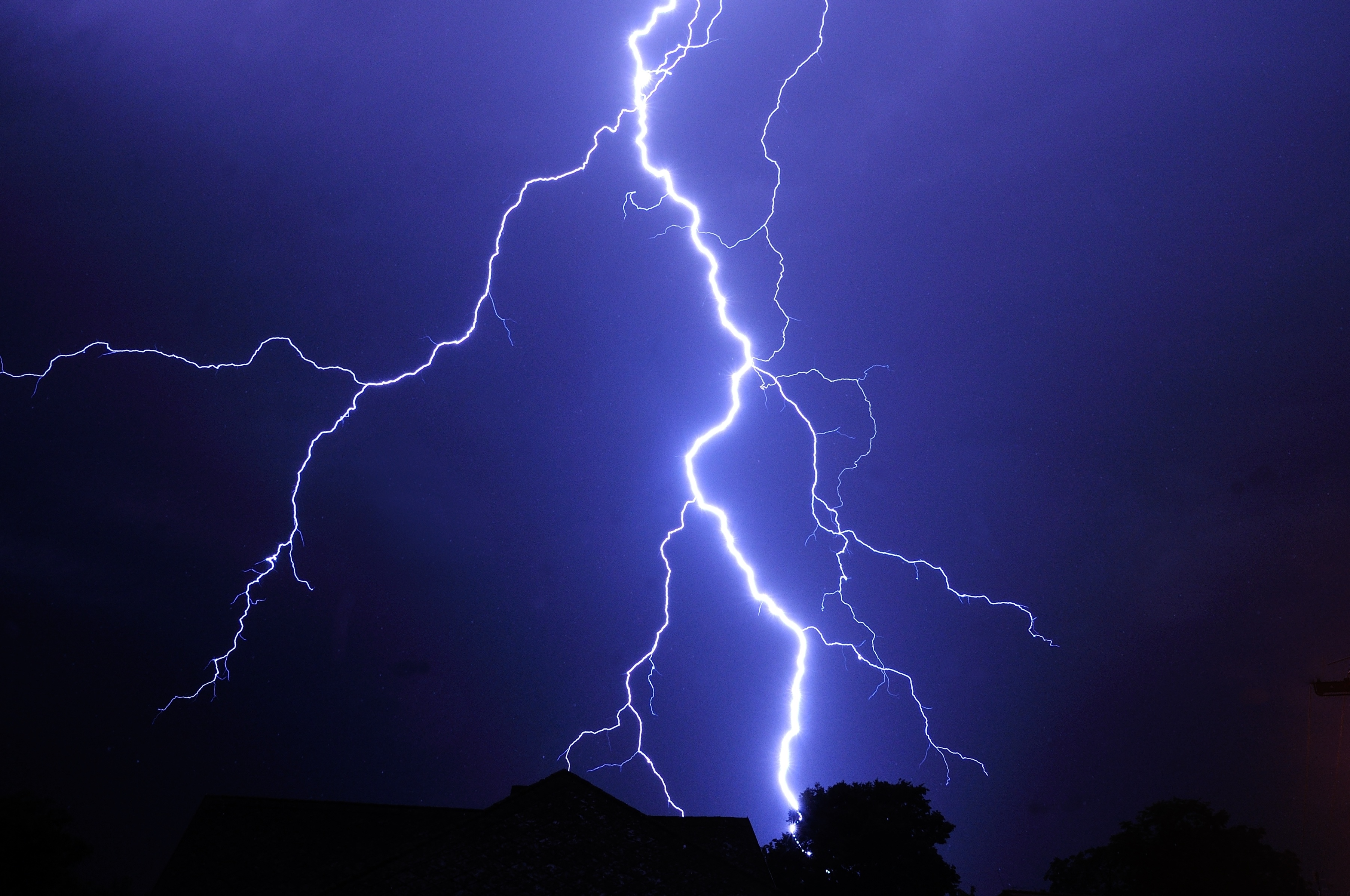 Severe thunderstorm warning issued