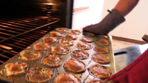 VIDEO: What's Your Dish: Butter tarts made by The Queen