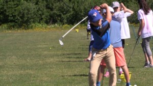 VIDEO: Making friends on the fairway