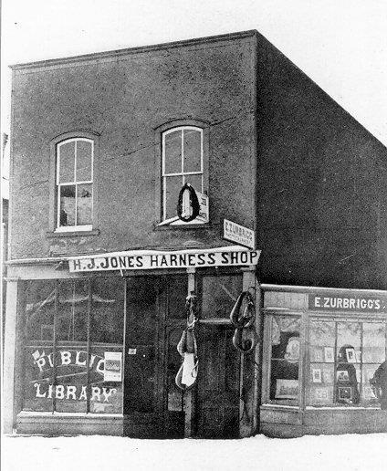 The original Newmarket library location at Main Street and Park Avenue in 1901.