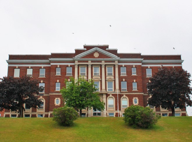 A former courthouse in Thunder Bay that's being renovated into a boutique hotel by developer David Sun will offer views of the city's harbour.