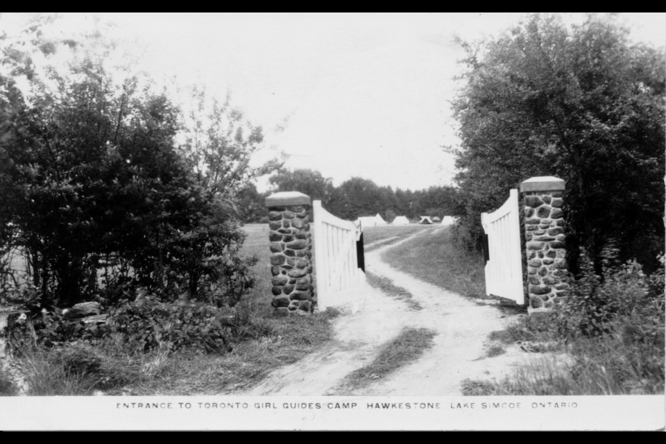 The front of this postcard shows the entrance to Bonita Glen. It was mailed to Toronto in 1946.