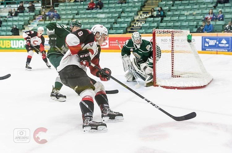 Jackson Leppard (#8) going for the backhand pass to the front of the net against the Everett Silvertips at the CN Centre (via Prince George Cougars/James Doyle Photography)