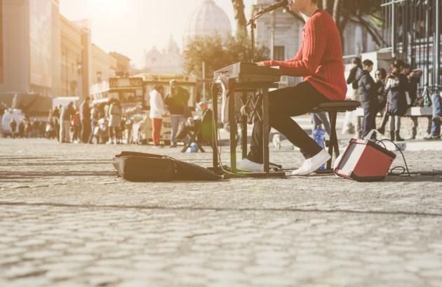 street musician AdobeStock_99867545