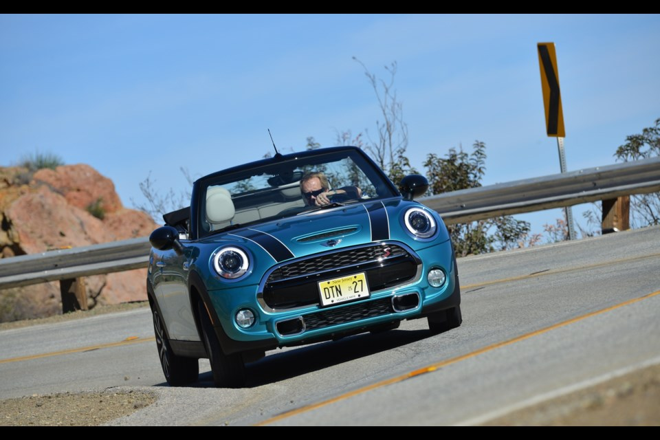 2016 MINI Cabriolet Credit Alberto Martinez