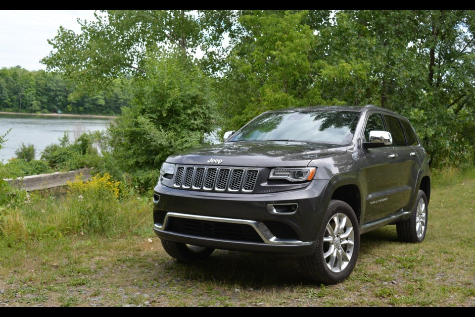 2016 jeep grand cherokee summit ecodiesel truly at the summit. Black Bedroom Furniture Sets. Home Design Ideas