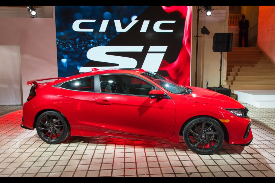 Honda Civic Sports Touring Outshine By Sportier SI