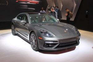 Porsche Unveils the 2017 Panamera Executive