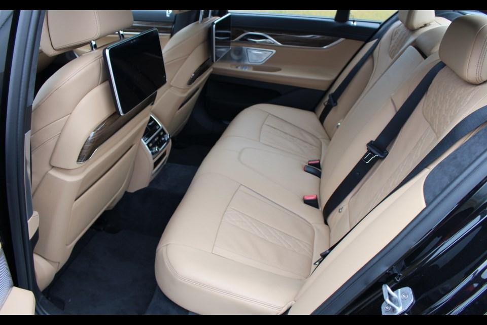 2016 BMW 750i XDrive Credit Michel Deslauriers