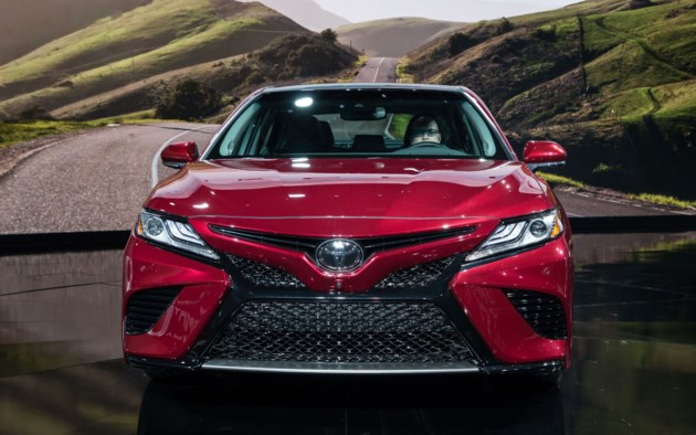 Toyota Unveils its New 2018 Camry, and it's a Looker
