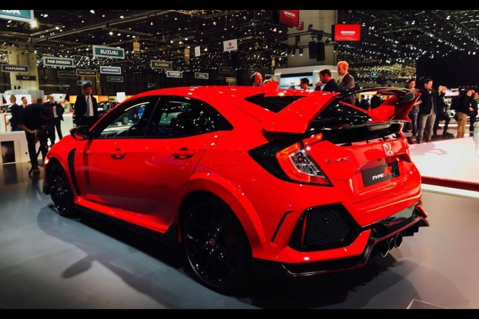 2018 honda civic type r. unique civic 2018 honda civic type r at the geneva auto show credit gabriel glinas and honda civic type r