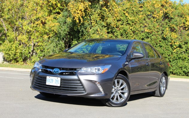 2017 toyota camry hybrid low on excitement high on. Black Bedroom Furniture Sets. Home Design Ideas