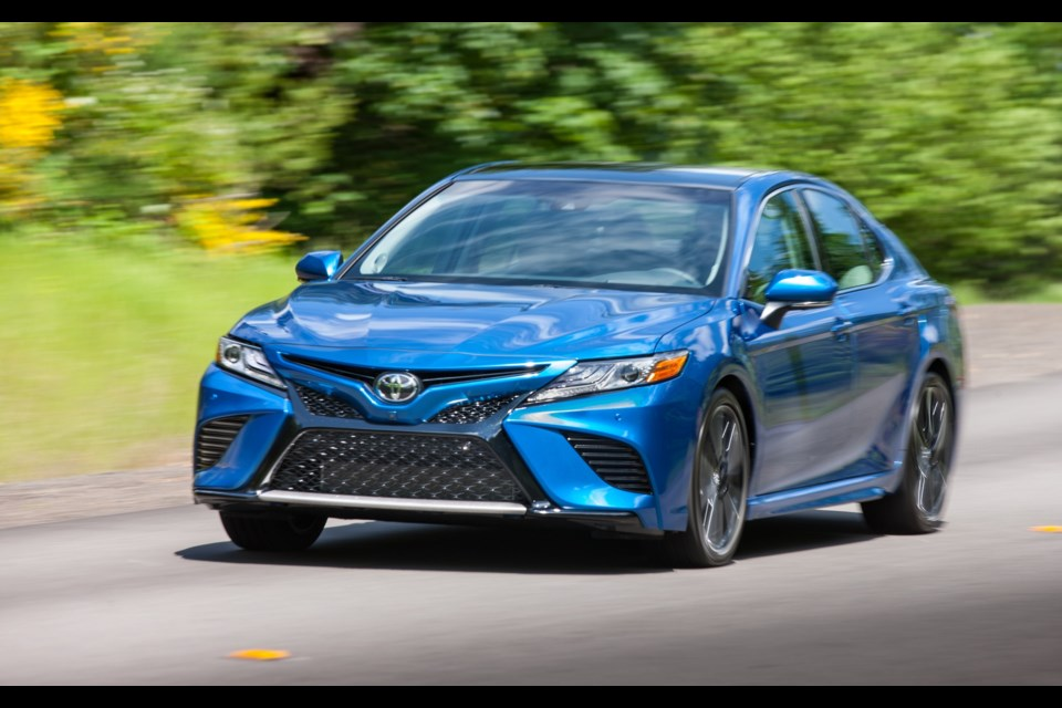 2018 toyota camry pricing announced. Black Bedroom Furniture Sets. Home Design Ideas