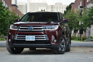2017 Toyota Highlander Hybrid: Checks all the Boxes