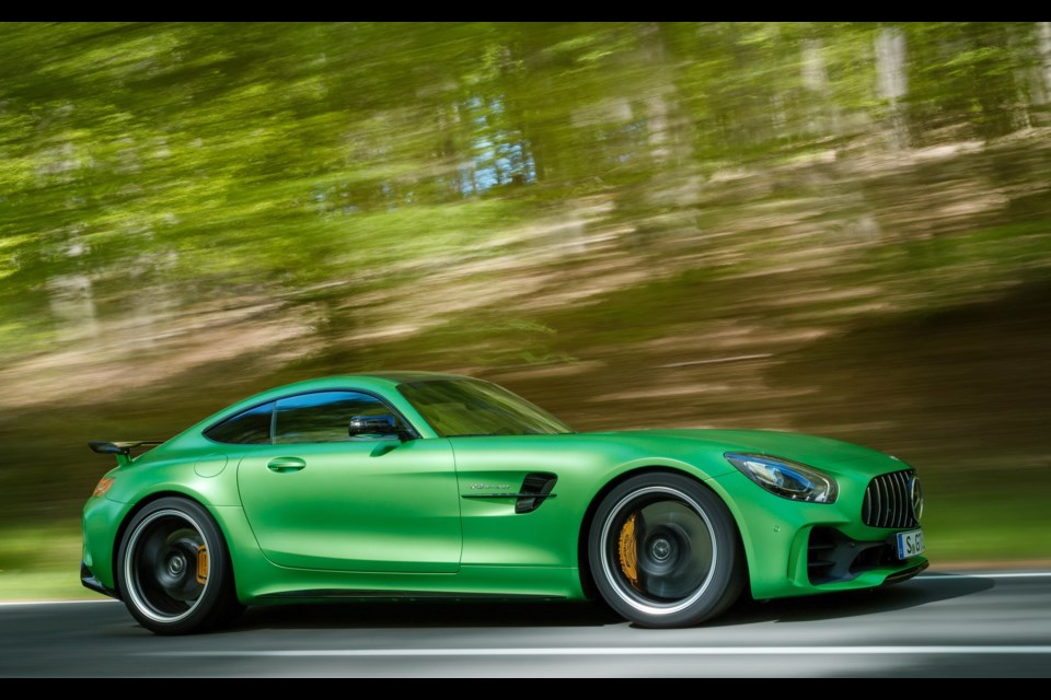 2018 mercedes amg gt we re driving it on the track this for Mercedes benz credit
