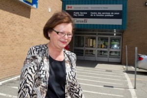 Federal minister visits troubled Phoenix payroll offices in New Brunswick