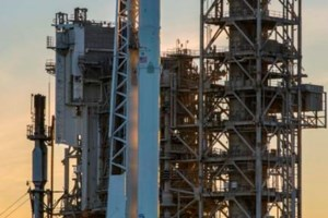 Last-second launch delay for SpaceX at historic moon pad