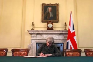 UK set to file for EU divorce, triggering 2 years to Brexit