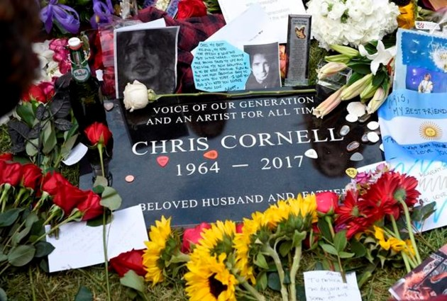 Fans, mourners gather to honor Chris Cornell