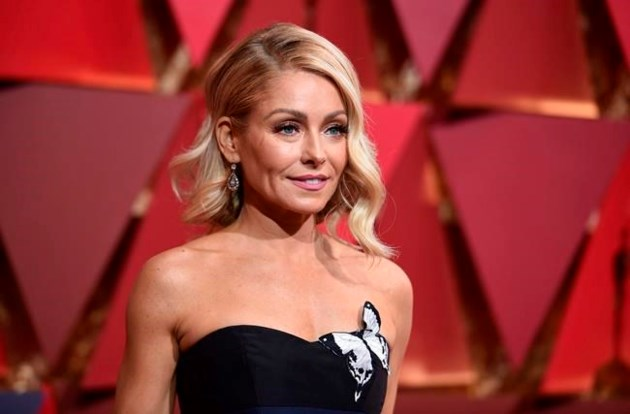 Ryan Seacrest joins Kelly Ripa on 'Live'