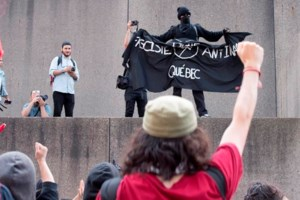 Protesters opposing a right wing group clash with Quebec City police